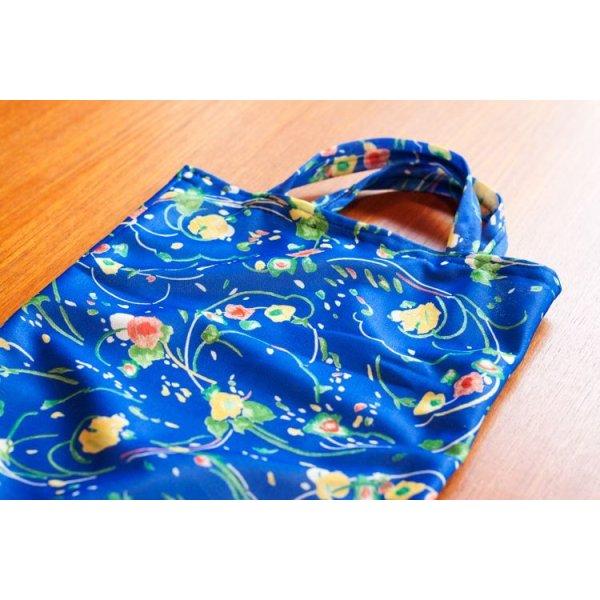 ドイツ ブルーのお花柄のお買い物バッグ